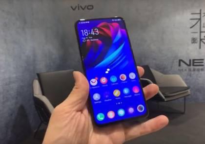 """Vivo"" تطلق أول هاتف بشاشتين وكاميرا ""3D""!"
