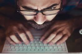 دراسة: 5 دقائق فقط على وسائل التواصل الاجتماعي كفيلة بجعلك تعيسا