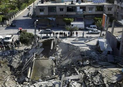 المركز الفلسطيني : الضربات العسكرية أبقت 13 عائلة بغزة دون منازل