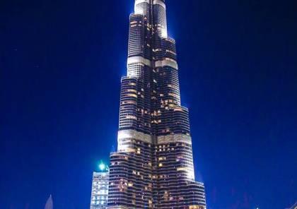 لاعب القرن تظهر صورته على برج خليفة
