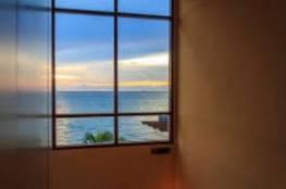 غلاف شفاف يتم رشه على زجاج المنزل لحجب الحرارة وتوليد الكهرباء