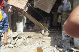 اصابة 4 مواطنين اثر سقوط سقف محل تجاري على المارة في سوق فراس بغزة