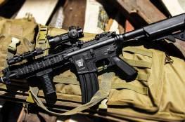 """صحيفة عبرية: توجيه الإتهام لـ 3 إسرائيليين لتهريبهم بنادق """"أيرسوفت"""" إلى تاجر أسلحة بالخليل"""