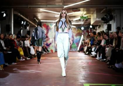أسبوع الموضة في لندن يشهد عروض الأزياء بعد طول انتظار