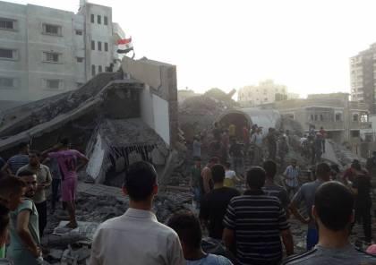 """صور وفيديو : اصابة 18 مواطنا اثر قصف طائرات الاحتلال مركز """"سعيد المسحال"""" الثقافي"""