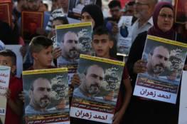 """أسرى من """"الشعبية"""" يتضامنون مع أحمد زهران المضرب عن الطعام منذ 107 أيام"""
