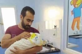 """الداخلية تنفي مماطلتها بتسجيل مولود جديد من الخليل باسم """"نزار بنات"""""""