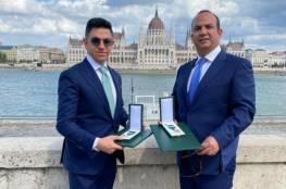 المجر تمنح رجلي أعمال فلسطينيين وسام الاستحقاق