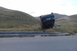 اصابة مواطنين بحادث سير ذاتي في وادي النار