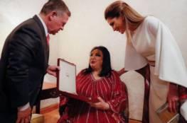 صور: سميرةتوفيق في احتفالية للملكالاردني الذي وقف تحية واحتراما لها