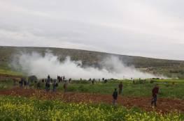 اصابات بالاختناق بعد قمع الاحتلال لمسيرة المغير شمال شرق رام الله