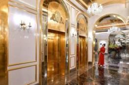 مغاطس وغرف وفناجين مذهبة.. أول فندق مطلي بالذهب في فيتنام