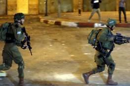 إصابة شاب برضوض وشقيقته بالإغماء إثر اعتداء جنود الاحتلال عليهما لدى إغلاق مداخل بلدة حزما