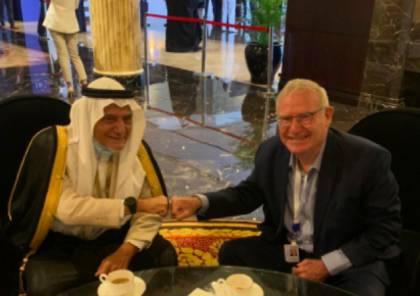 رئيس الاستخبارات العسكرية الاسرائيلية السابق ينشر صورة له مع تركي الفيصل في مؤتمر المنامة