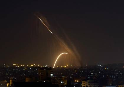 مقتل عائلة وإصابة 4 أشخاص جراء عدوان إسرائيلي على حماة السورية