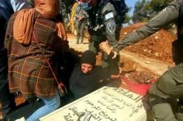 """المقدسية أم علاء نبابتة.. """"لن أسمح لهم بجرف قبر ابني لو على جثتي"""""""