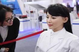 علماء: نظرة روبوت تستطيع تغيير قدرة الإنسان على اتخاذ قرارات