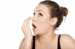 كيف تظهر رائحة الفم الكريهة؟