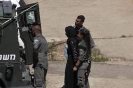 الاحتلال يعتقل فتاة بالخليل بذريعة حيازتها سكين