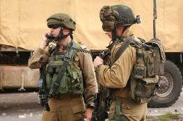 الاحتلال يعتدي بالضرب على ناشط في الخليل