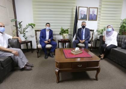 وزير الحكم المحلي يَطلع على احتياجات عدد من الهيئات المحلية