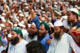 أحرقوا دمية لماكرون.. عشرات الآلاف في بنغلاديش يتظاهرون ضد فرنسا (صور)