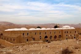 الاحتلال يغلق مداخل مقام النبي موسى ويمنع الوصول إليه
