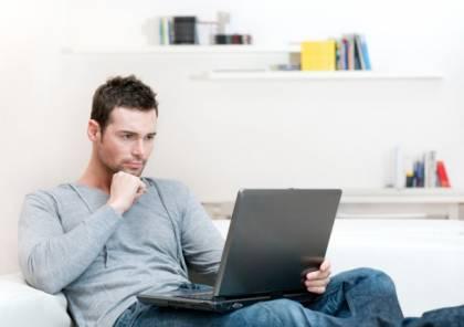 العمل من المنزل قد يصيبك بالأرق واضطرابات النوم