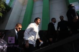 صور: نائب السفير القطري يطلع على سير صرف المنحة القطرية لموظفي غزة