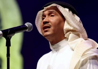 فيديو.. موقف محرج لمحمد عبده .. والجمهور يصفق بحرارة!