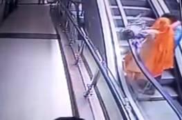 """فيديو.. مصرع رضيعة بعد سقطوها من الطابق الـ3 بسبب """"سيلفي""""!"""