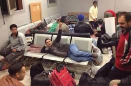 محتجزون في مطار القاهرة يناشدون السفارة الفلسطينية التدخل بعدم ترحيلهم