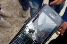 """صورة : هكذا انقذ """" جهاز خليوي """" فتى غزي من رصاصة قناص اسرائيلي"""