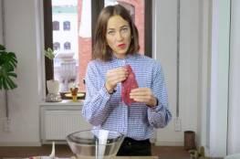 فيديو.. امرأة تستخدم فمها في تقطيع اللحم وطهيه!