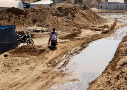 الجيش المصري يواصل أعمال شق القناة المائية المصرية على حدود غزة
