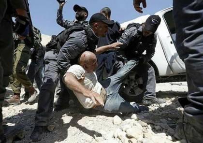 الاحتلال يعتدي على المعتصمين بالخان الأحمر ويعتقل 3 شبان