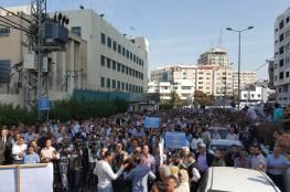 اعتصام حاشد أمام مقر الأونروا بغزة يسبق مؤتمر المانحين رفضا للتقليصات