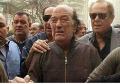 ما قصة صورة بكاء حسن حسني وعلاقتها بمحمود عبد العزيز