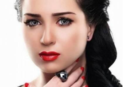 شاهدوا.. وجه مي عز الدين في عزاء محمود عبد العزيز يثير الجدل!