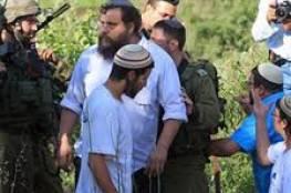 نابلس : العشرات من المستوطنين يقتحمون قرية الباذان