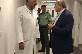 الطيبي: الرئيس عباس سيمكث عدة أيام في المستشفى