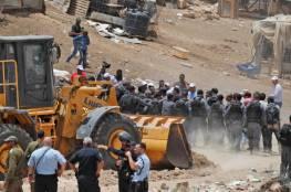 """جيش الاحتلال يقدم رواية مختلفة لقرار تأجيل هدم قرية """"الخان الاحمر"""""""