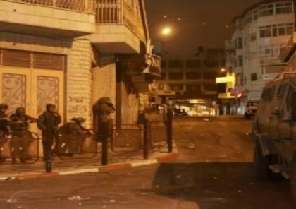 اصابتان بالرصاص واعتقال مواطنين فجر اليوم بالضفة