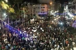 صور: مئات الفلسطينيين يتظاهرون في رام الله مطالبين السلطة برفع العقوبات عن غزة