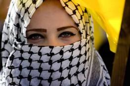 شاهد: شركة بريطانية تستخدم الكوفية الفلسطينية في تصميم فستان صيفي