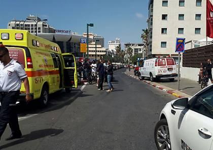 اصابة 4 اسرائيليين في عملية طعن في تل ابيب واعتقال المنفذ