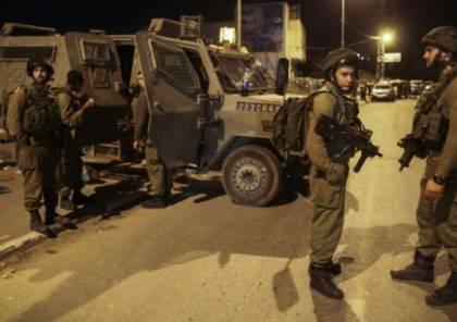 الاحتلال يعتقل 22 مواطنا من الضفة و يصادر أسلحة و آلاف الشواكل