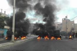 """شبان يغلقون """"شارع القدس"""" في نابلس ويطلقون النار في الهواء"""