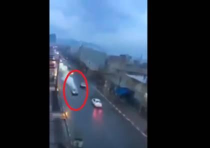 فيديو  لقطات مروعّة لبرق يضرب سيارة في المغرب
