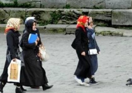 """فتوى : جواز ارتداء الـ""""نص كم"""" مع الحجاب في أوروبا"""